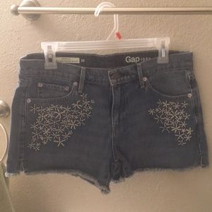 Mid rise shorts with cute details!